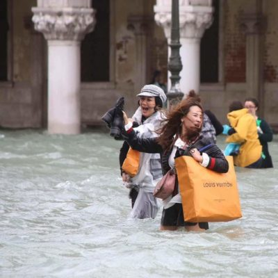 Nothing can stop me from shopping when i visit Venice!