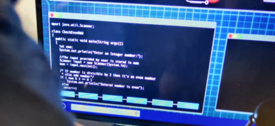 This is a hacking scene from the Netflix show El Dragón… 😂