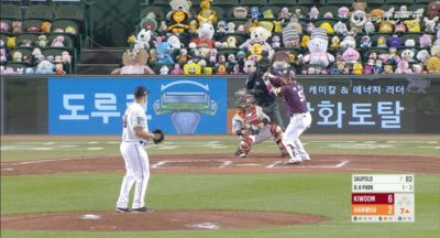 Not allowed to have fans in the stadium, the KBO ( Korean Baseball Organization ) chose to fill the stands behind home plate with stuffed animals.